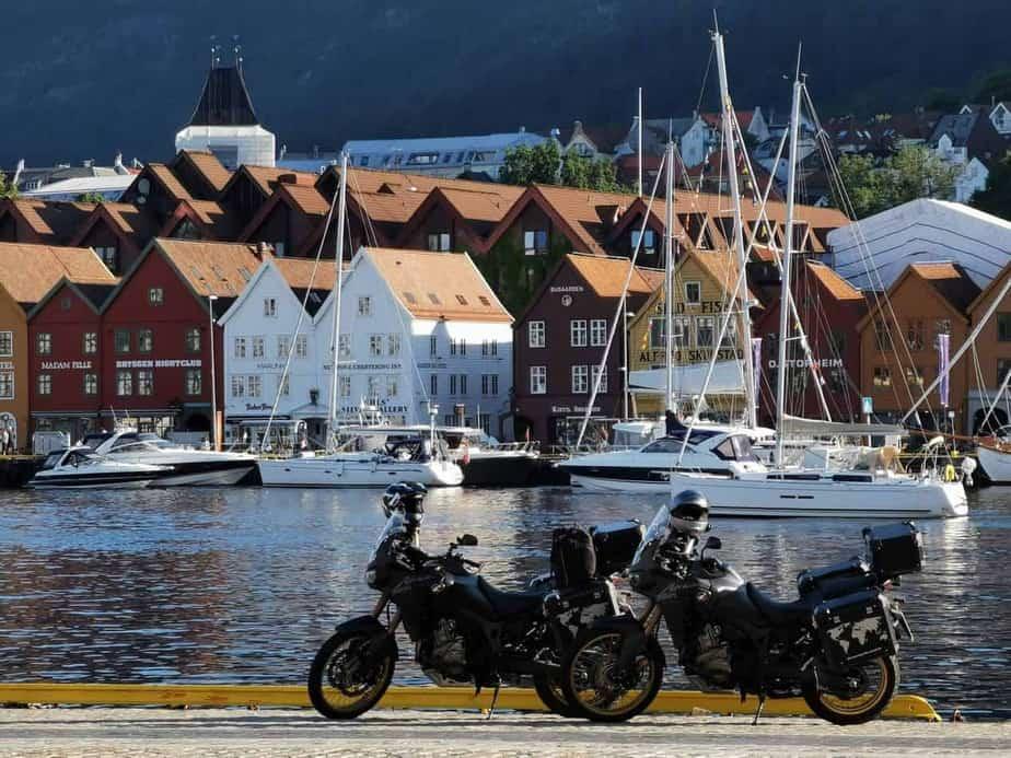 Motorräder vor Brygge, Bergen